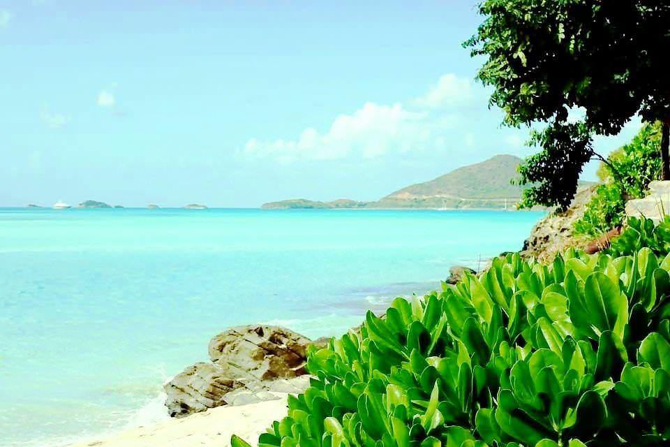 Antigua chiama Italia, terra magica tra cielo e mare