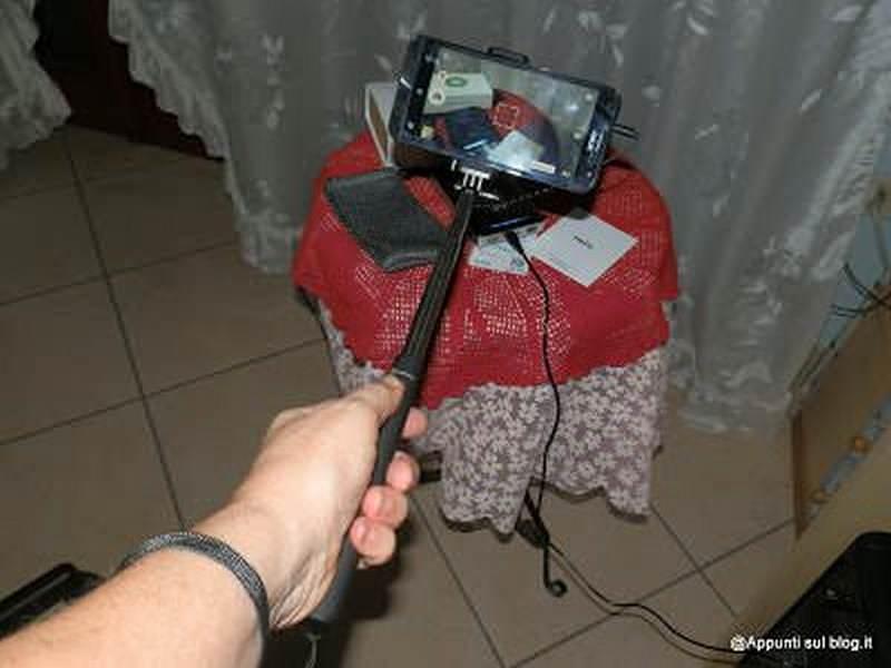 SunvalleyTek, caricabatteria turbo e asta selfie