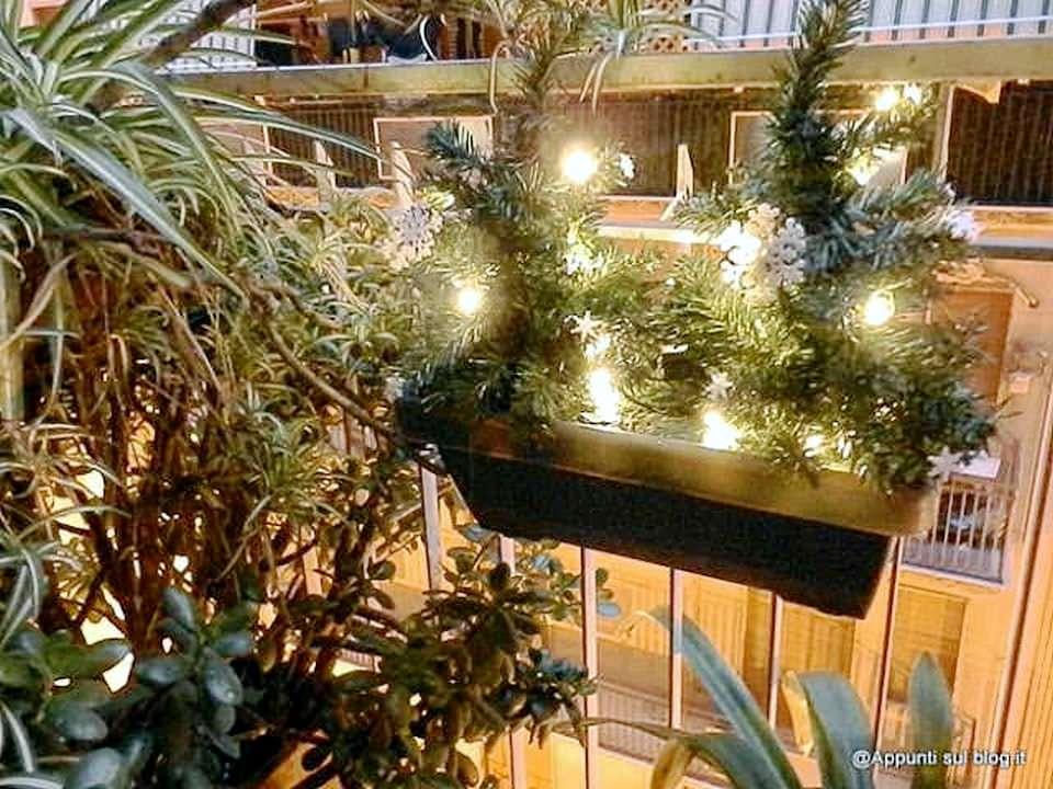 Blumfeldt, fioriera 20 luci LED con fiocchi di neve