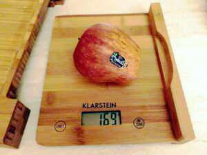 Klarstein Chopmaster Tagliere da Cucina con Cassetto e Bilancia Estraibile in legno di bambù.