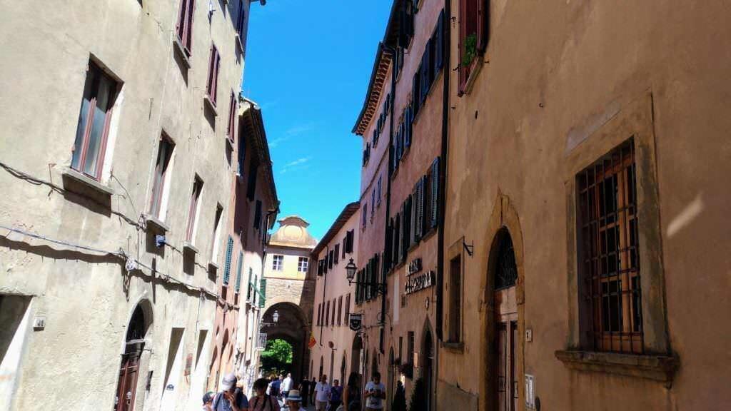 Visita Volterra e i suoi grattacieli- Porta dell'Arco e Locanda