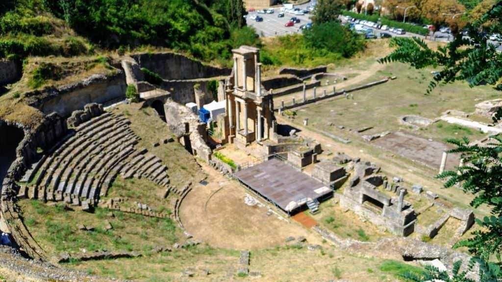 Visita Volterra e i suoi grattacieli- anfiteatro romano