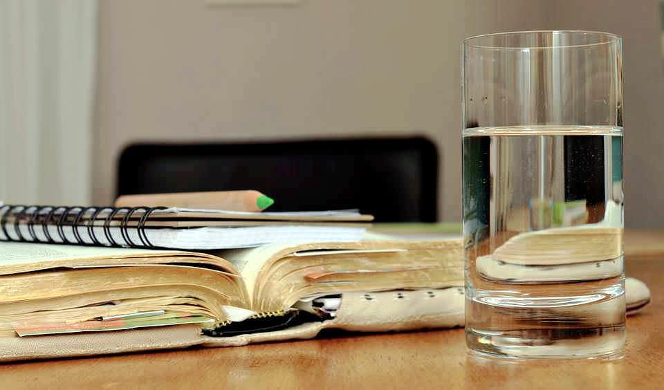 migliorare-la-salute-bevendo-acqua-pura-di-fonte