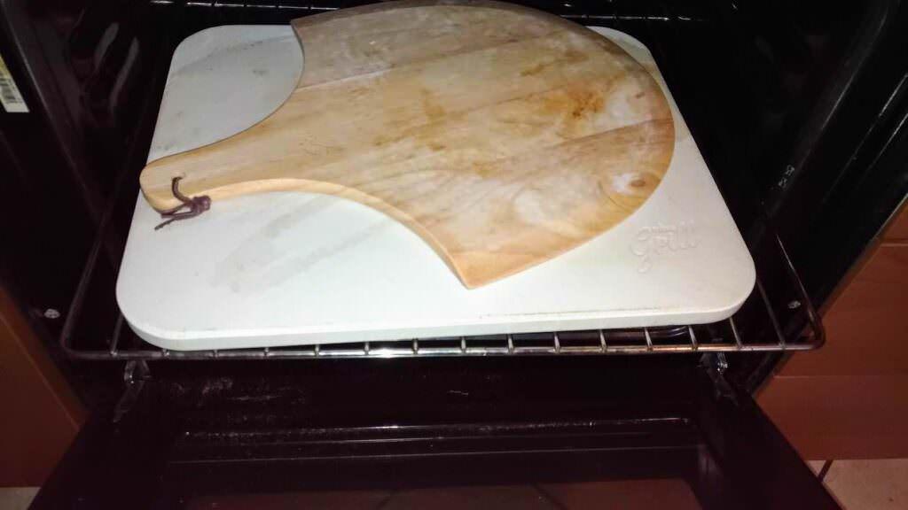 Pizza leggera con pietra refrattaria pizzastein Hans Grill