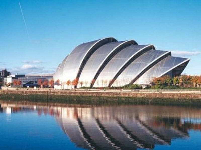 Edifici ultramoderni: 8 palazzi o farfalle?