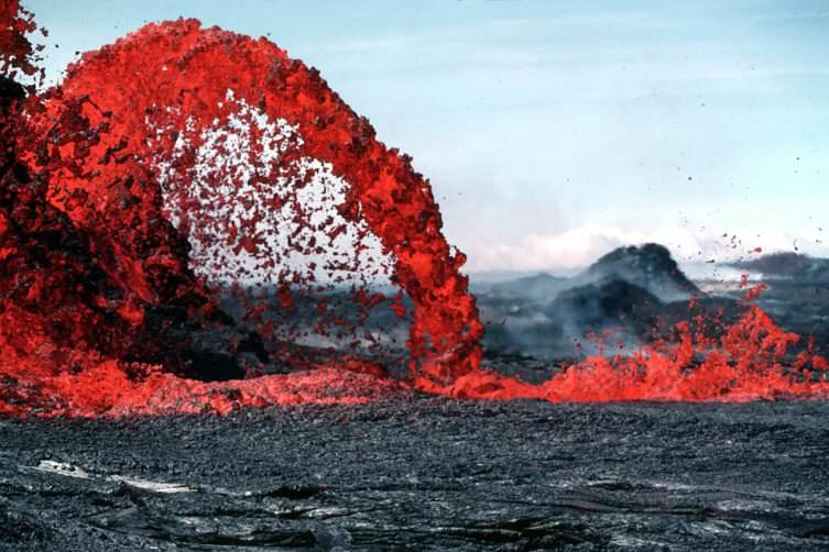 Campi Flegrei, caldera vulcanica della Solfatara a Pozzuoli