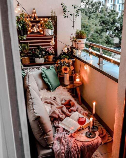 Balcone piccolo, oasi di relax. Come arredarlo? 2 balconi di città