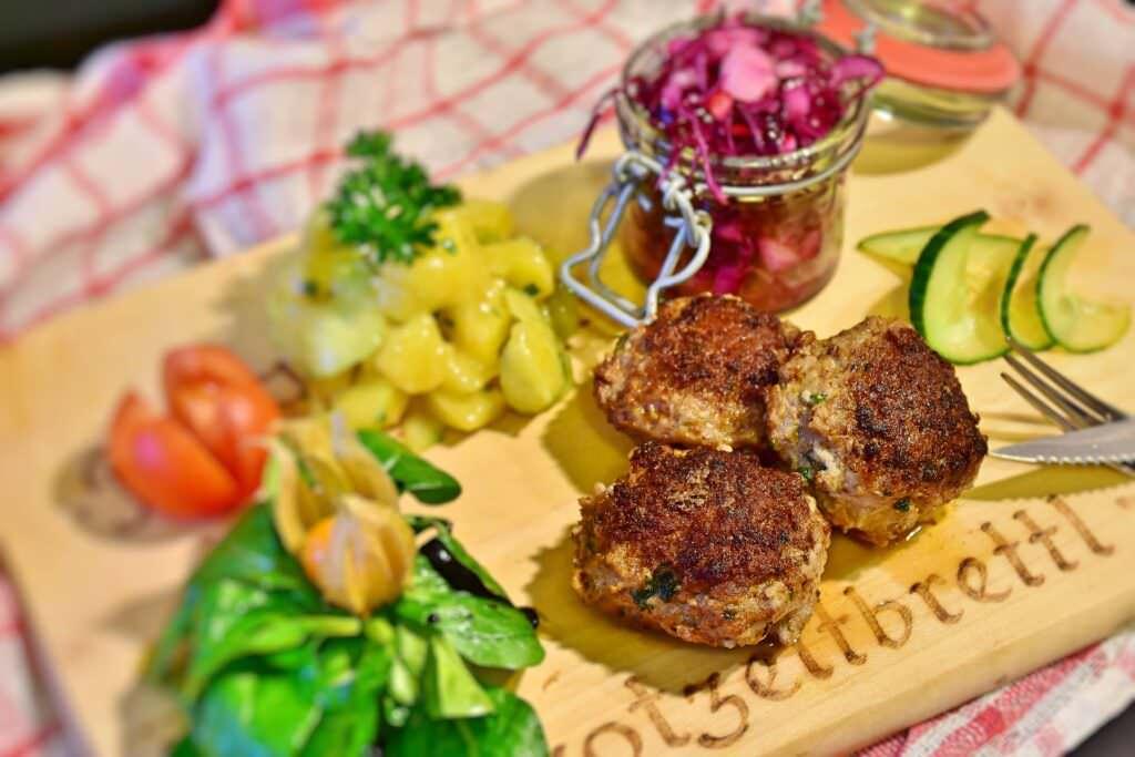 Ricette chetogeniche vegane con zucchine per picnic dietetico