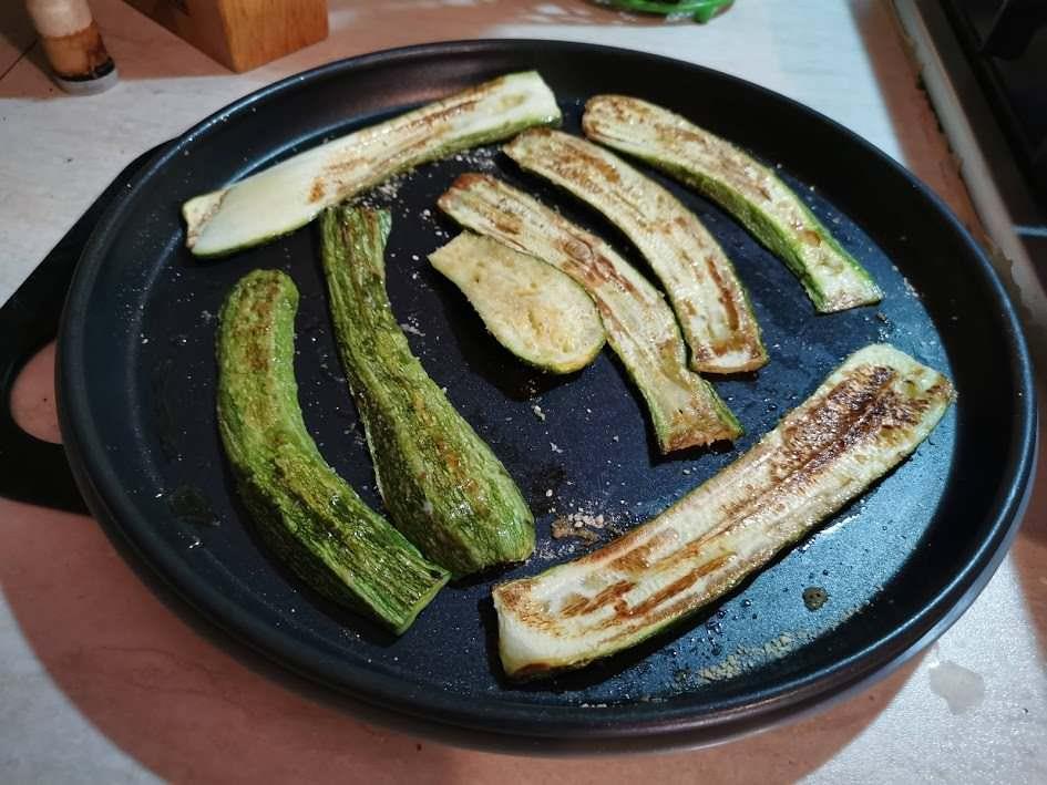 Lasagne con zucchine grigliate al microonde, vapore e Crisp