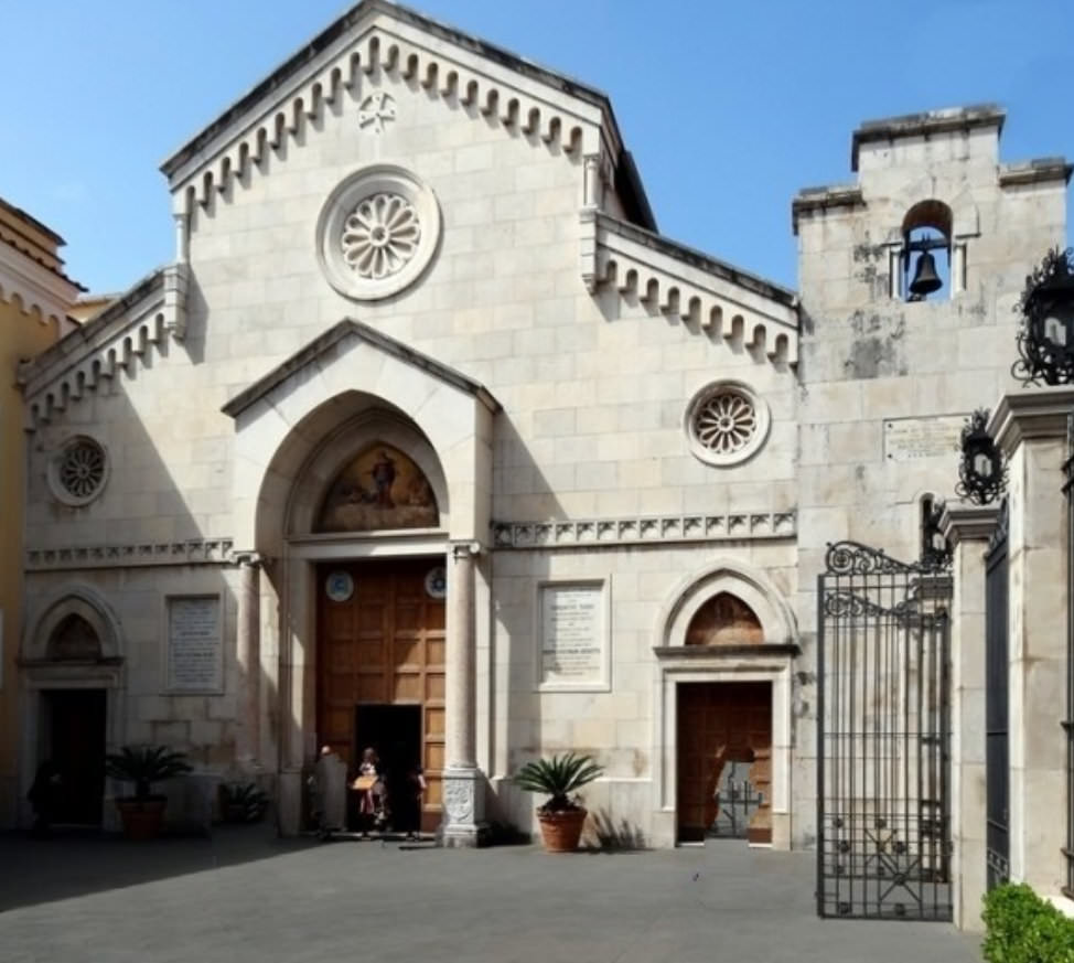 6 Edifici religiosi a Sorrento in stile romanico e rinascimentale