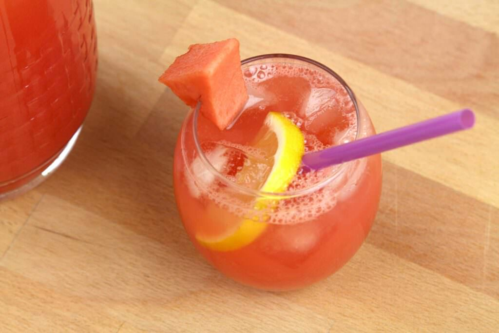 Bevande all'anguria. 7 ricette liquide fai da te
