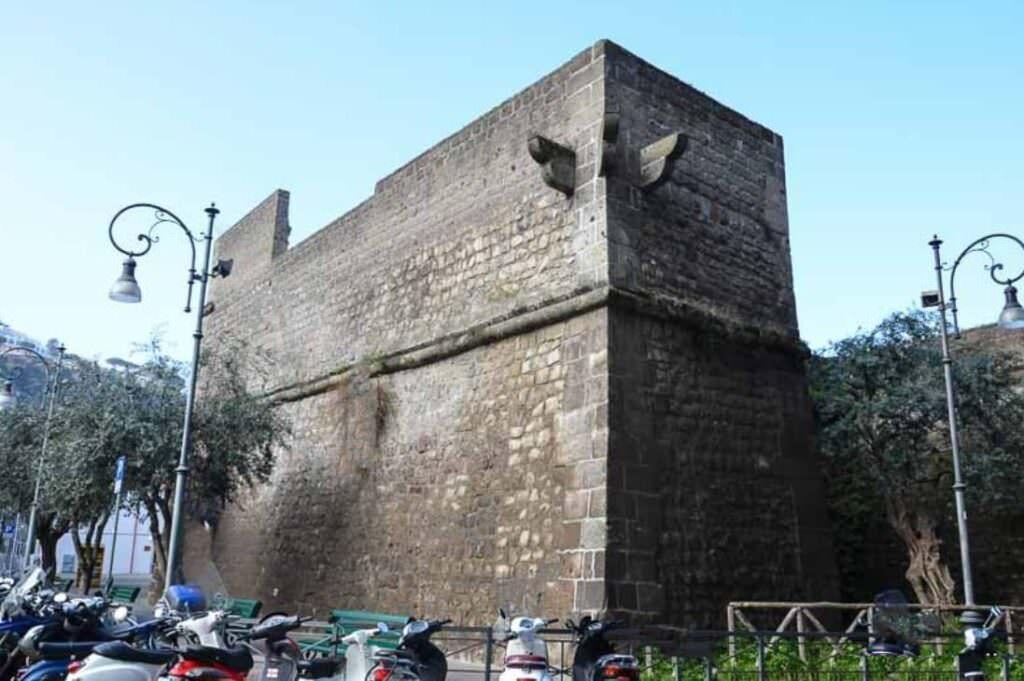 mura romane sorrento