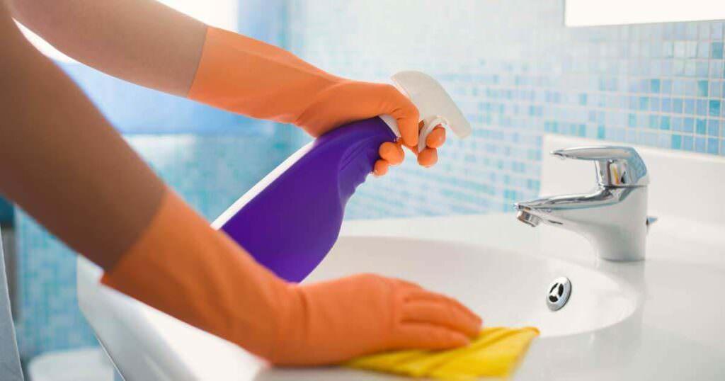 Usi alternativi ammorbidente: 13 pulizie in casa