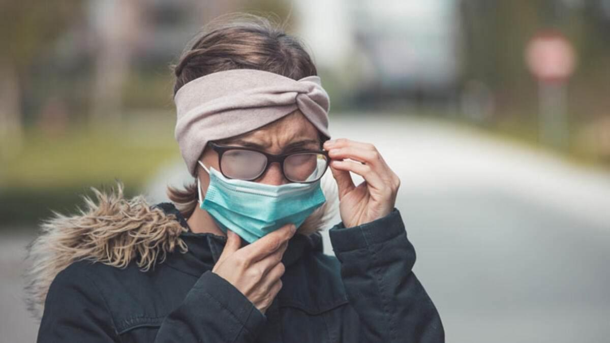 Come indossare la mascherina con gli occhiali