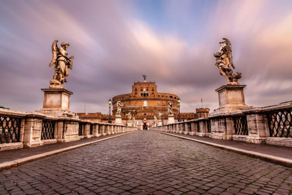 Roma: passeggiando lungo il Tevere per 3 km- Ponte sul Tevere costruito nel 139 d.C.