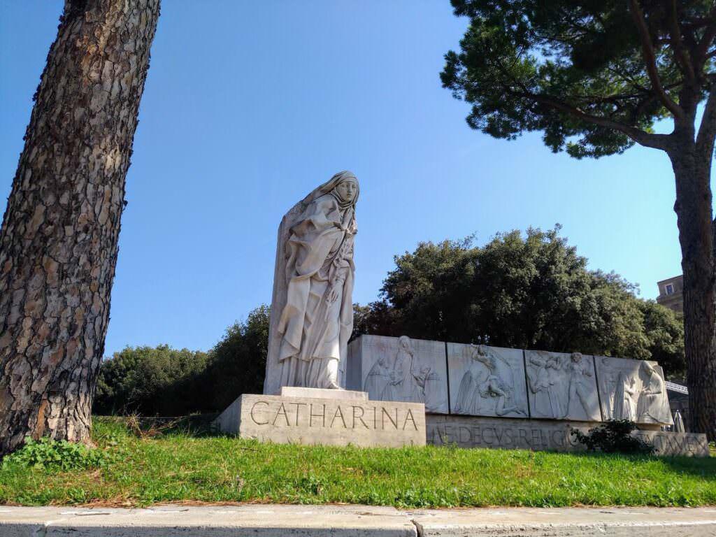Roma: passeggiando lungo il Tevere per 3 km- Santa Caterina da Siena