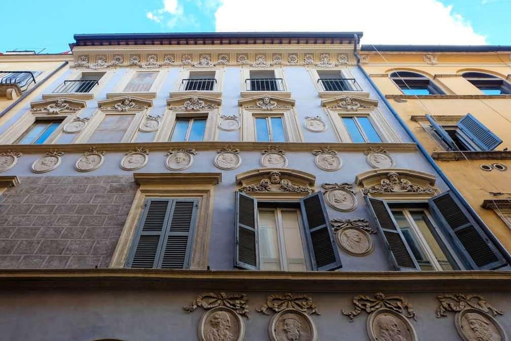 Via del Governo Vecchio a Roma negozi vintage- Palazzo Nardini