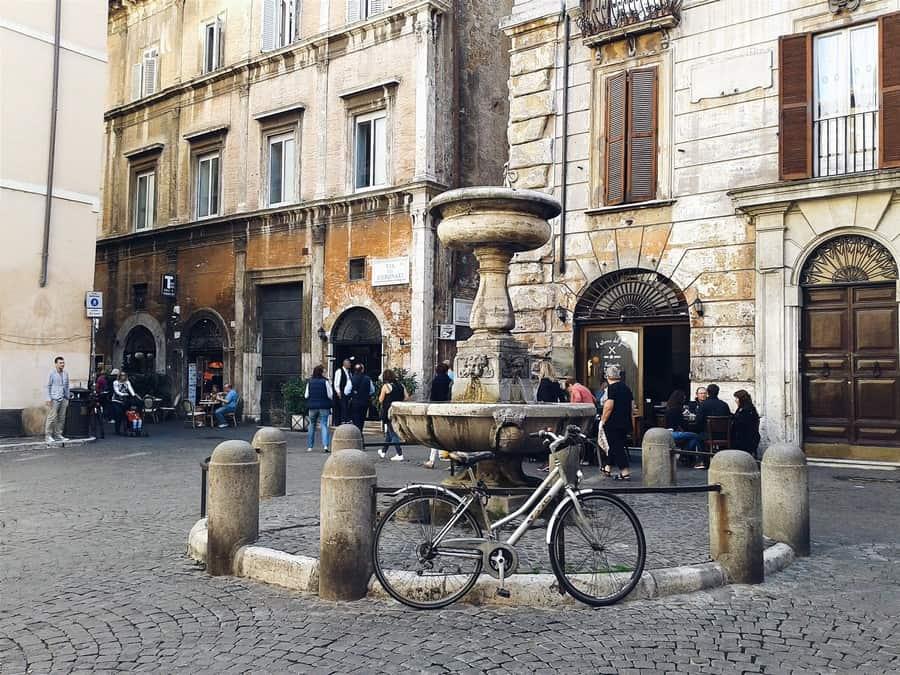 via dei coronari roma fontana