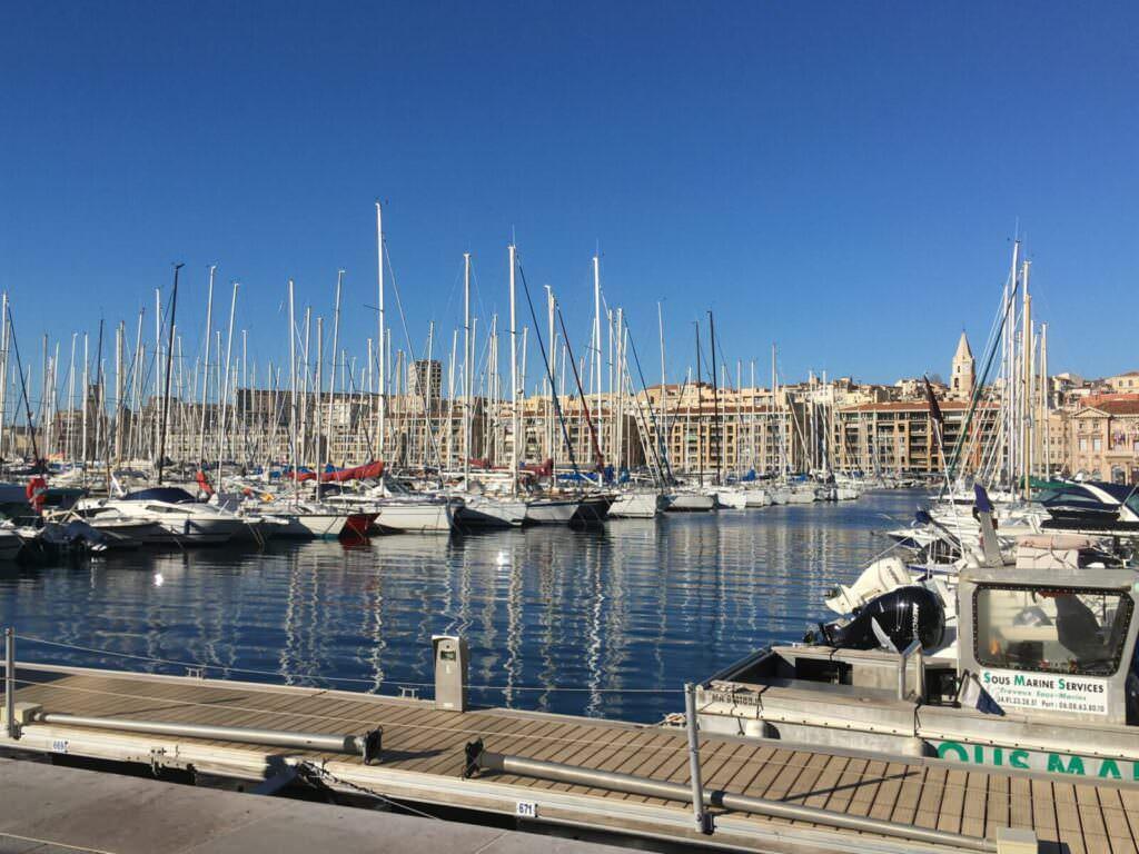 Cosa vedere a Marsiglia a piedi dal porto di sera