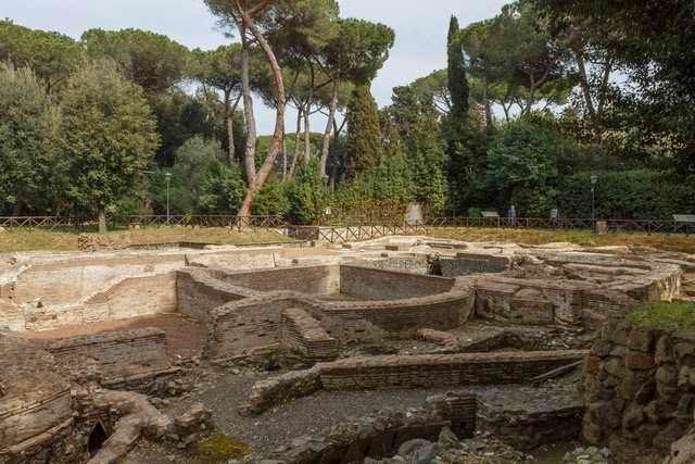 """Via Appia Antica in bici sulla """"Regina delle strade"""" a Roma"""