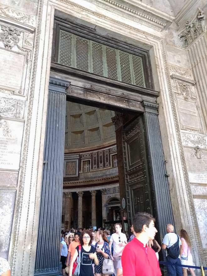 Storia del Pantheon, disegno di un angelo
