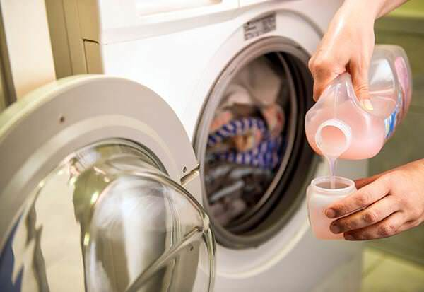 I migliori consigli per lavare i collant a mano o in lavatrice